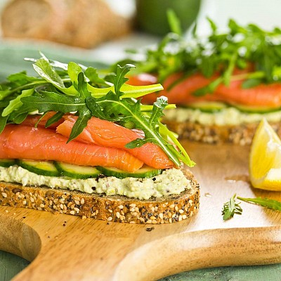 AVOCADO TOAST WITH SMOKED SALMON AND DILL