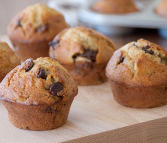 School friendly mini banana chocolate chip muffins | Shulman Weightloss